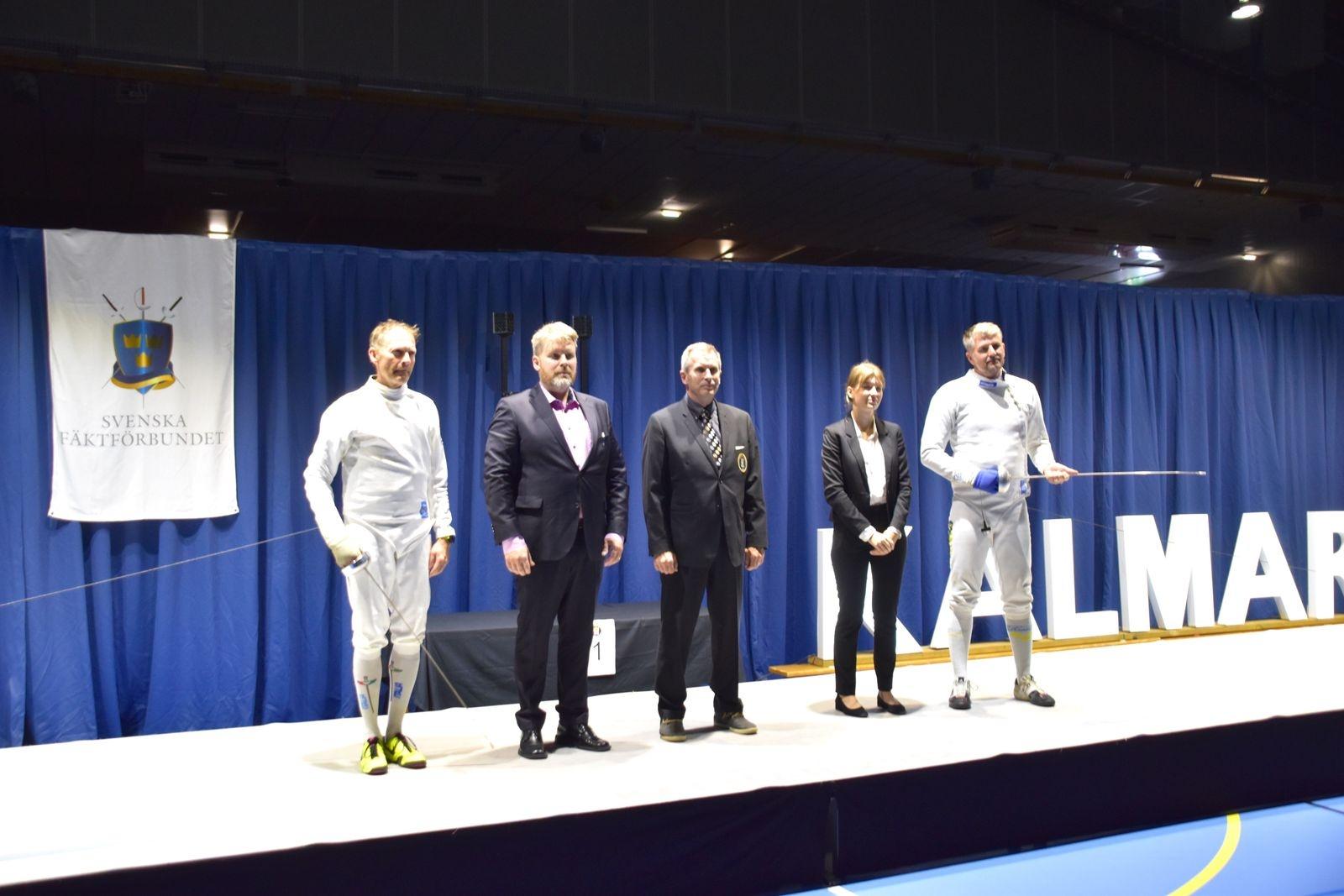 Veteranfinalen i värja mellan Tomas Åkerberg och Adam Larsson, som Adam vann.