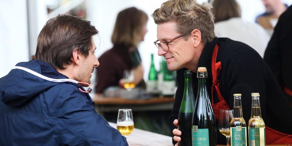 En nyhet i år var en renodlad bar för alkoholhaltig cider och äppelvin. Carl Levinsson, produktchef och varumärkesansvarig pratade varmt om Kiviks musteris Skånska Äppelcider.