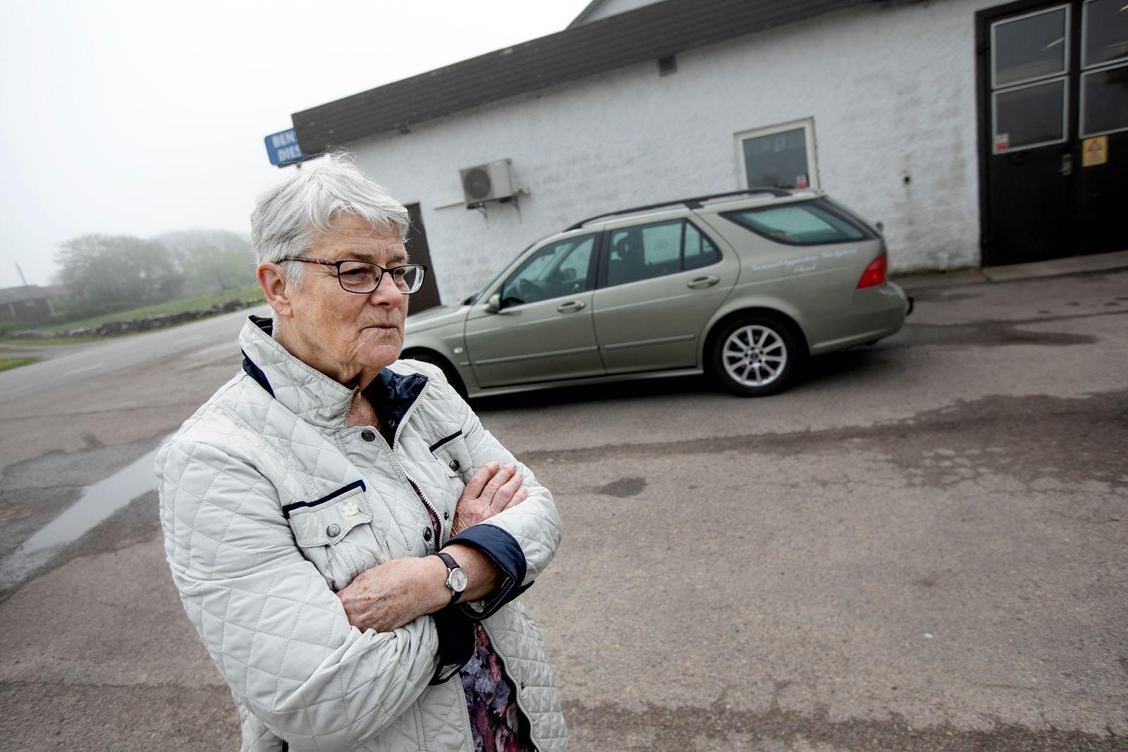 Kerstin Magnusson i Gammalsby lutar åt ett ja. Att det fysiska avståndet till de som bestämmer ökar spelar kanske inte så stor roll.
