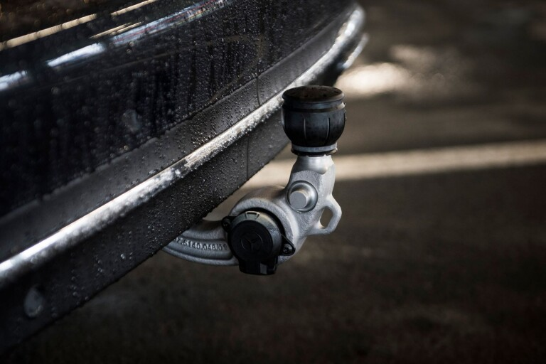 Körkortslös förare stoppades - misstänks ha stulit släpet