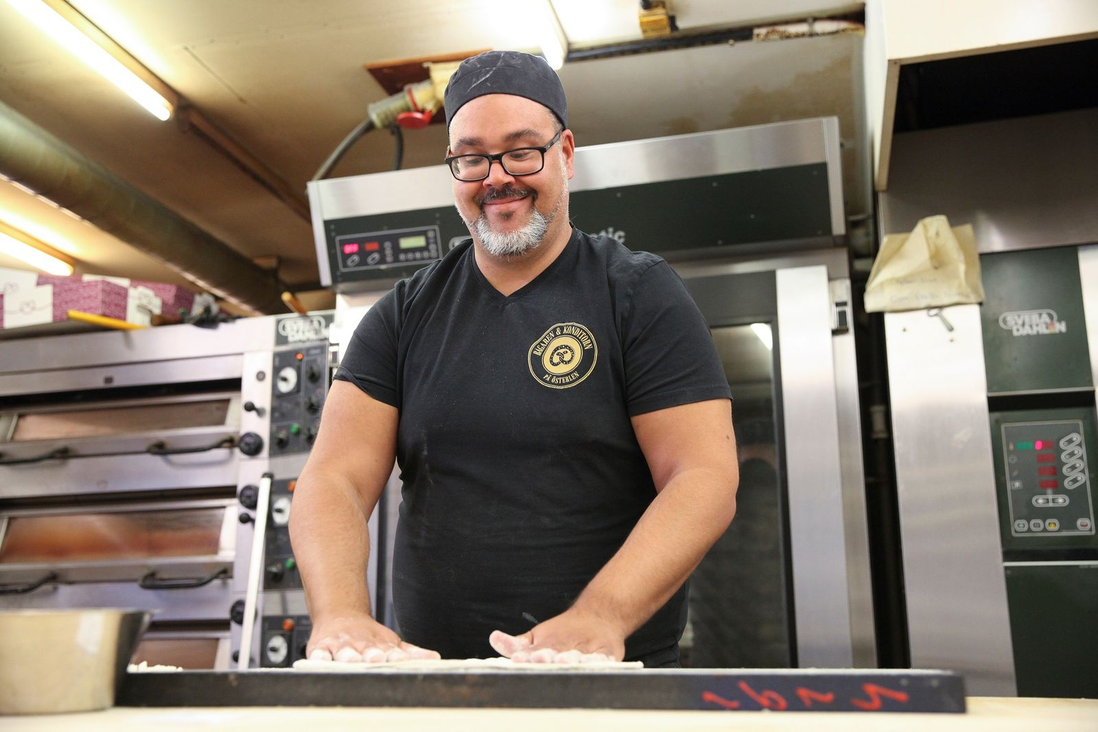– Man kan inte bara sitta och titta på när försäljningen viker, utan måste vara beredd att testa något nytt, säger Paul om pizzasatsningen.