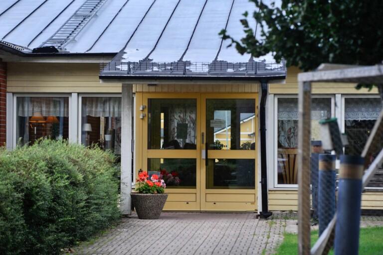 """Striden om äldreboendet Solgården bevarande - nu riktas kritik mot PRO:s distriktsordförande """"Kräv hennes avgång"""""""