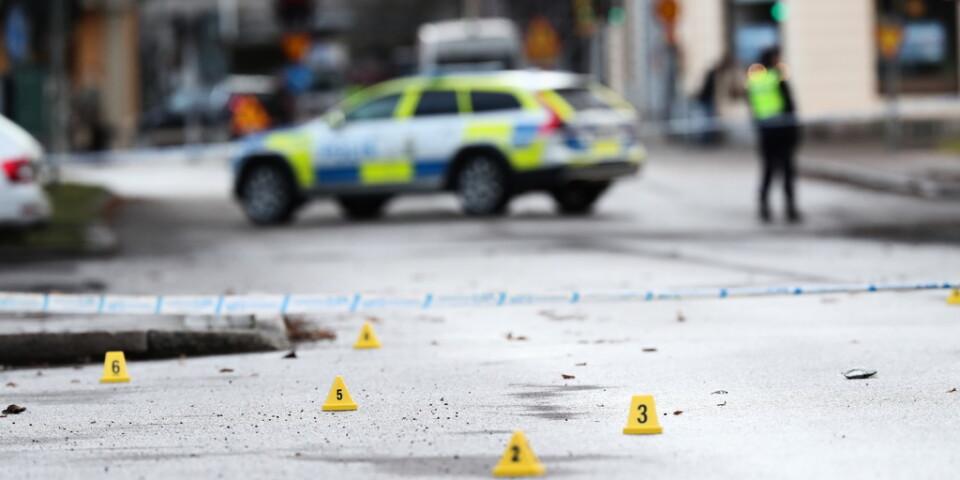 Två skjutvapen uppges ha hittats i en utbränd bil som hittades efter dubblemordet i Norrköping tidigare i veckan. Arkivbild.