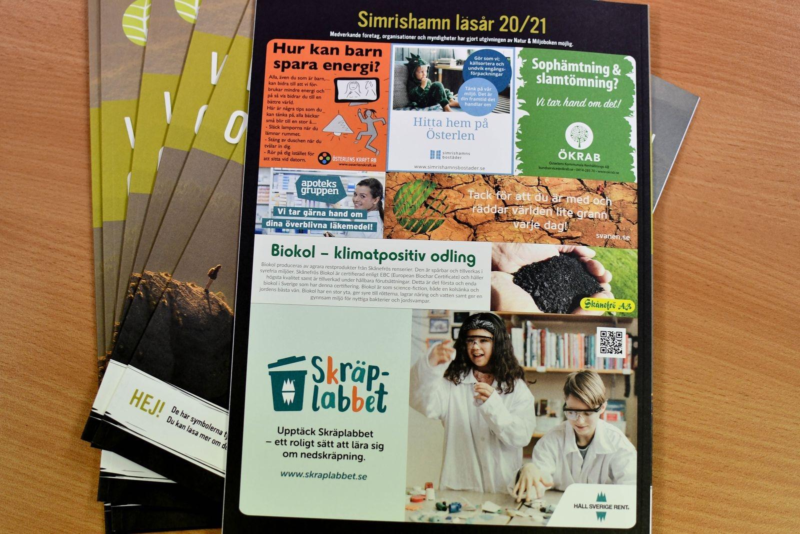 Det kostnadsfria läromaterialet Natur & Miljöboken trycks upp i lokala utgåvor, något som görs möjligt tack vare lokala sponsorer.