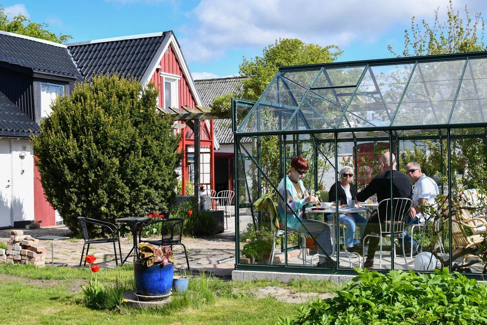 """Aste och Ann-Britt Karlsson har kommit från Öckerö för att spendera några dagar på Österlen. """"Här är jättefint. Vi kommer gärna tillbaka!"""""""