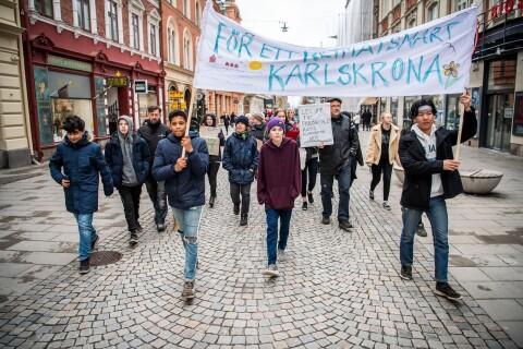 """TV: Här marscherar över 100 för klimatet: """"Vi måste agera nu"""""""