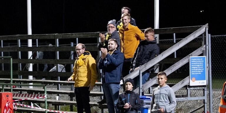 Några tillresta Elfsborgssupportrar fick se sitt lag vinna mot Stenungsund i svenska cupen.