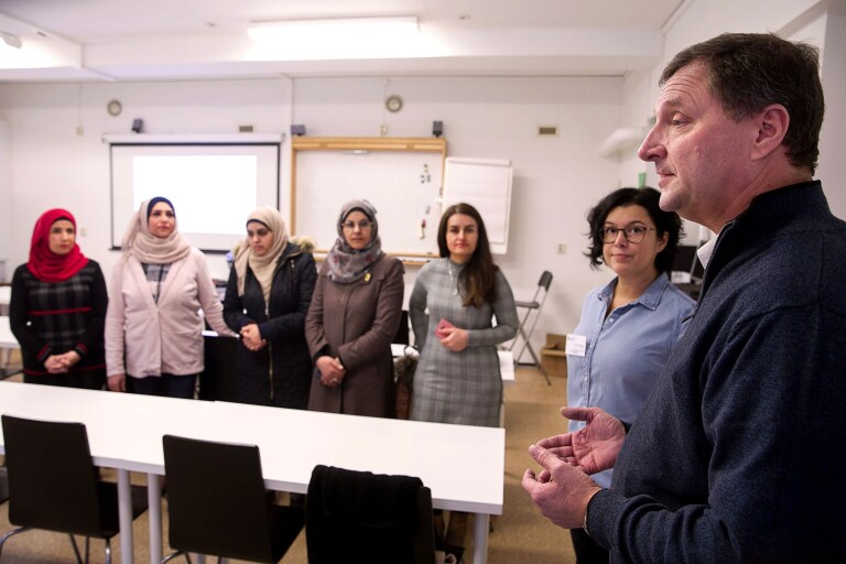 Debatt runt körkortsprojektet för nyanlända kvinnor