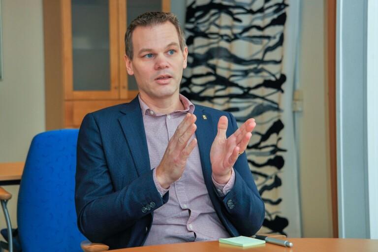 Andreas Erlandsson menar att EU är något som kommunens politiker inte går och tänker på dagligen.