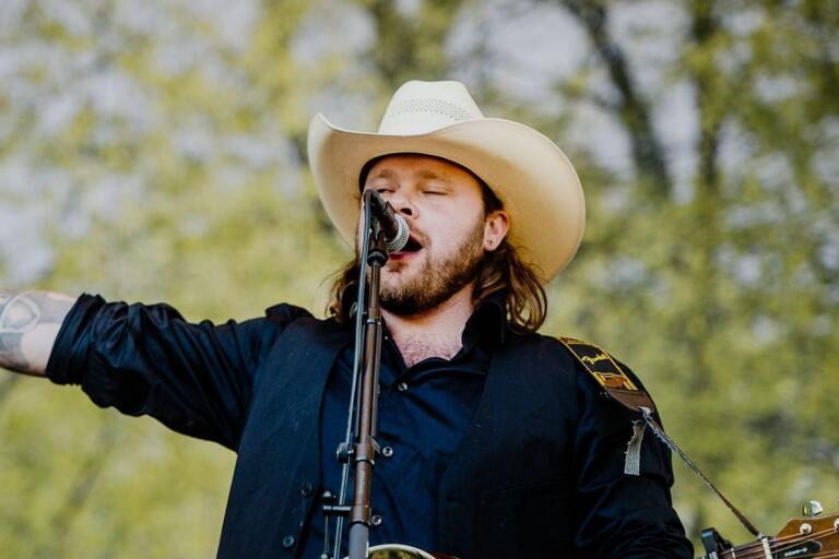 """Chris L Svensson, countryartist med rötterna i Göingebygden. I P4 Nästa-finalen tävlar han med Nashvilleinspelade """"I want to""""."""