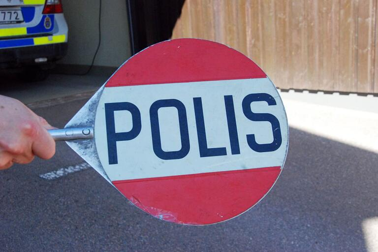 Biljakt på Ölandsbron då en bilist försökte undvika kontakt med polisen.
