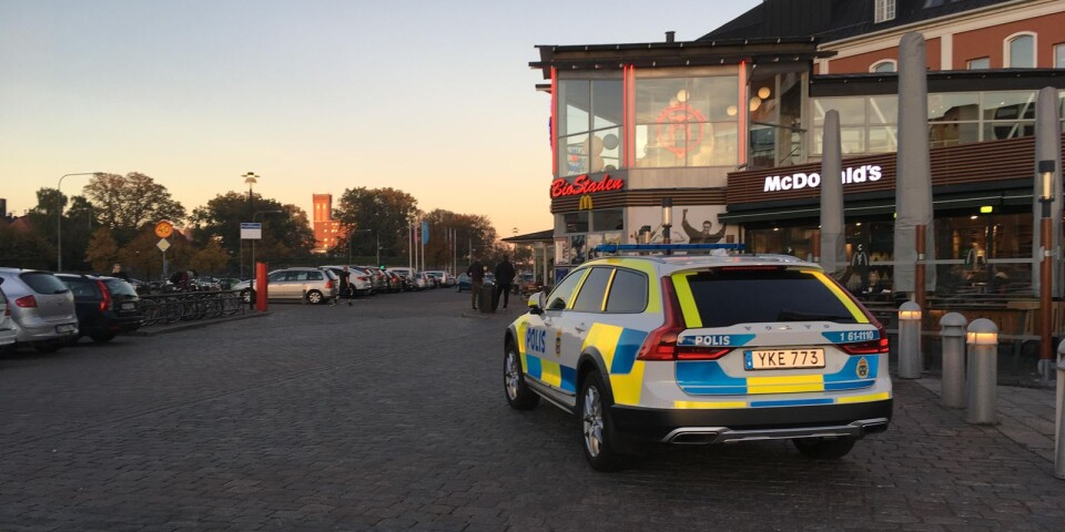 Poliser vid Baronen efter höstens stök 2018.