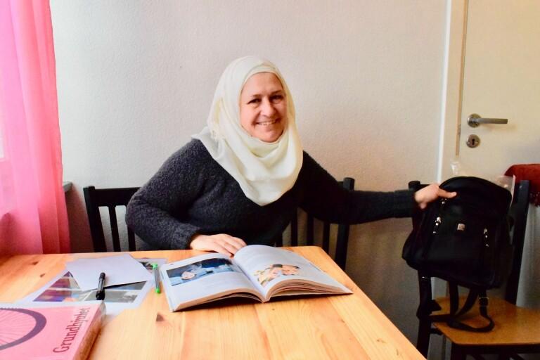 """Hafiza Kadour blir klar med studierna den 9 april. """"Jag hoppar verkligen jag hittar ett jobb på någon förskola eller i förskoleklass, gärna med autistiska barn, säger hon."""
