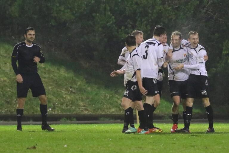 Fotboll: Toppstriden tätare efter Åsarp-Trädets storförlust