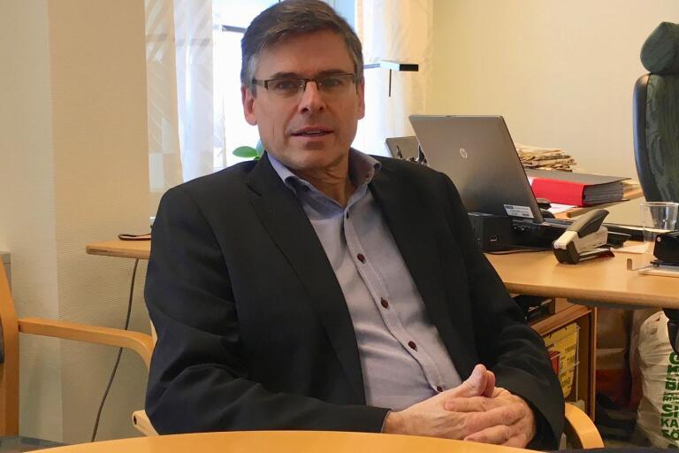 Kommunalrådet Lars Rosander (C) hoppas på ett bra möte med Glamox koncernledning på måndag.