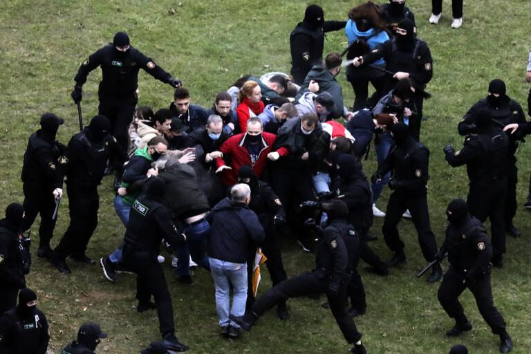 Hundratals demonstranter gripna i Minsk