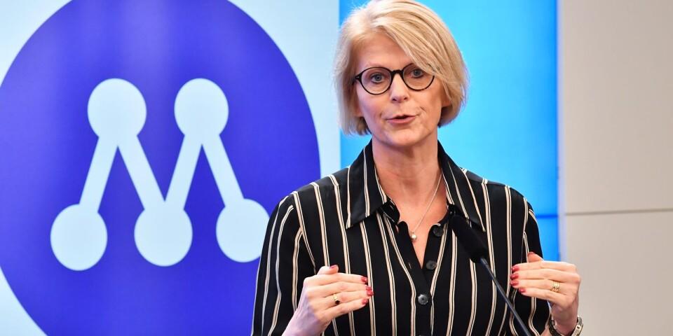 Moderaternas ekonomiskpolitiska talesperson Elisabeth Svantesson presenterar partiets förslag till extra ändringsbudget.