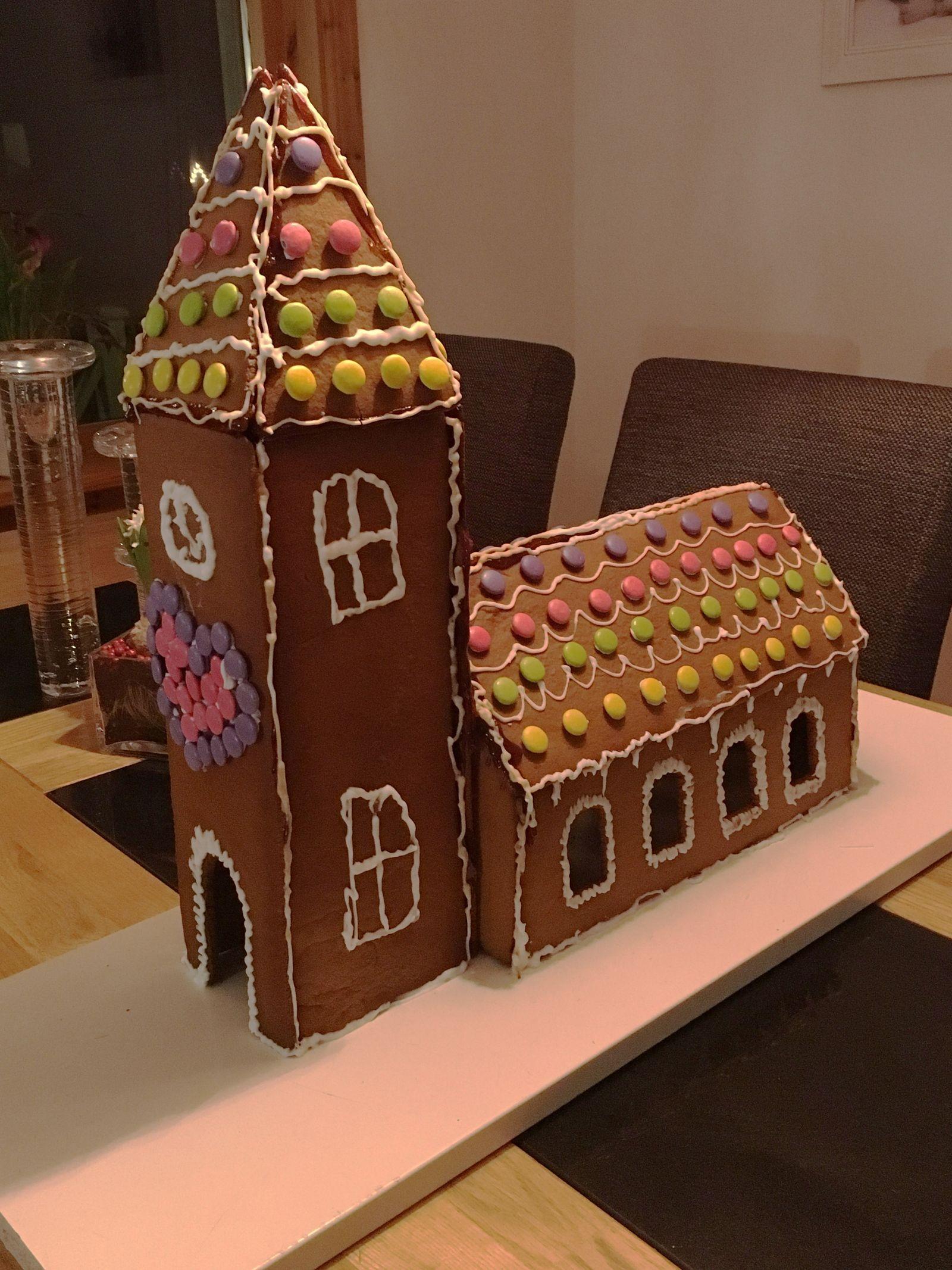 Här är en pepparkakskyrka tillverkad av 12-årige Alfred Karlsson i Ruda. Vänliga hälsningar Alfreds mormor Anita