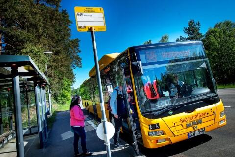 Läsartext: Sätt in minibussar på lågtrafikerade linjer