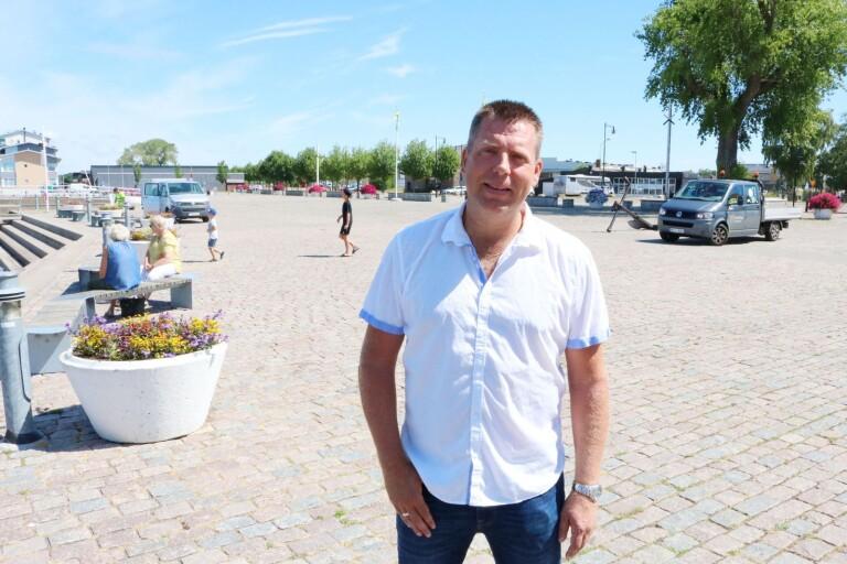 Kommunalrådet vill se mer utveckling i Färjestaden