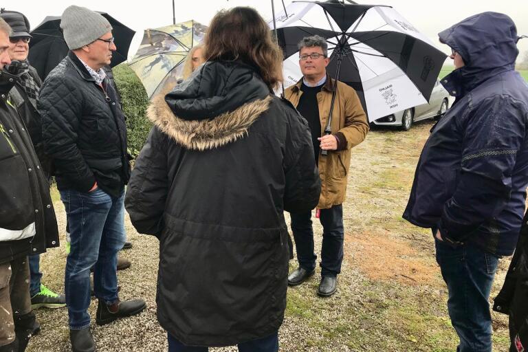 Kommunalrådet Mikael Rubin (M) mötte boende på Tommarpsvägen som vädrade sina åsikter om förslaget till nya sträckning av Västra ringvägen.