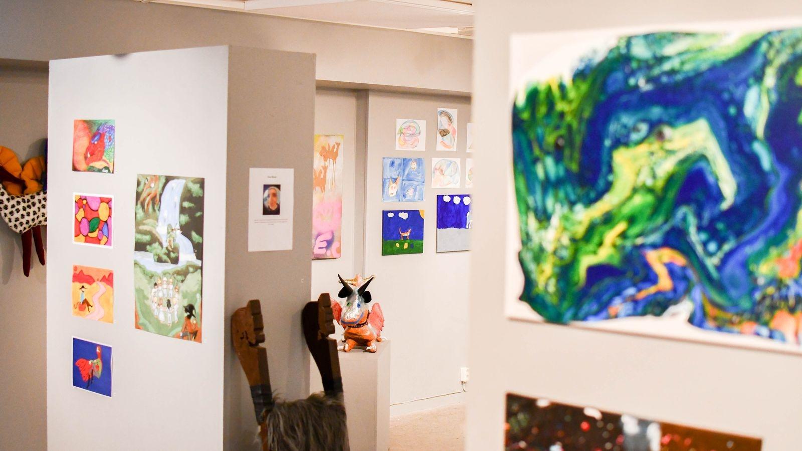 Konstskolan Unikum erbjuder en grundläggande konstutbildning för personer med en neuropsykiatrisk diagnos eller en kognitiv funktionsnedsättning.