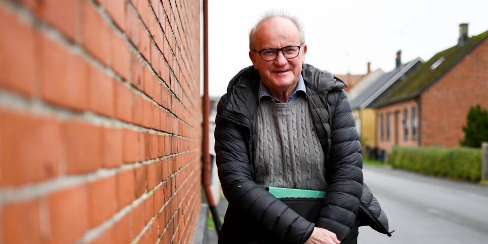 """Bertil Jönsson är socionom och har arbetat många år som en av Simrishamns kommuns personliga ombud. Just nu jobbar han i projektet """"Ensamhet hos äldre i ordinärt boende i Simrishamns kommun"""" med att kartlägga upplevelsen av ensamhet bland kommunens äldre."""