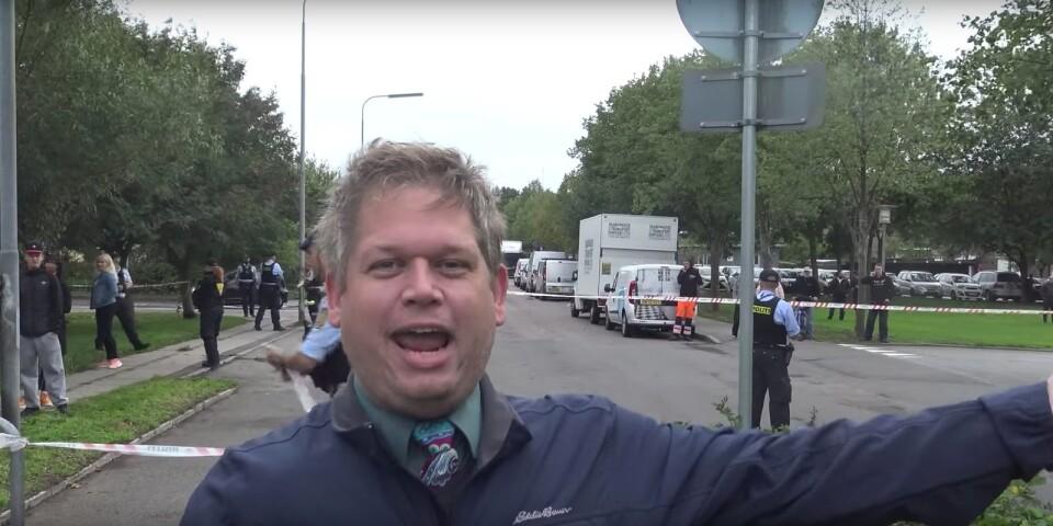 Den danske advokaten och politikern Rasmus Paludan ses här i Roskilde, en sekvens ur en film på YouTube.