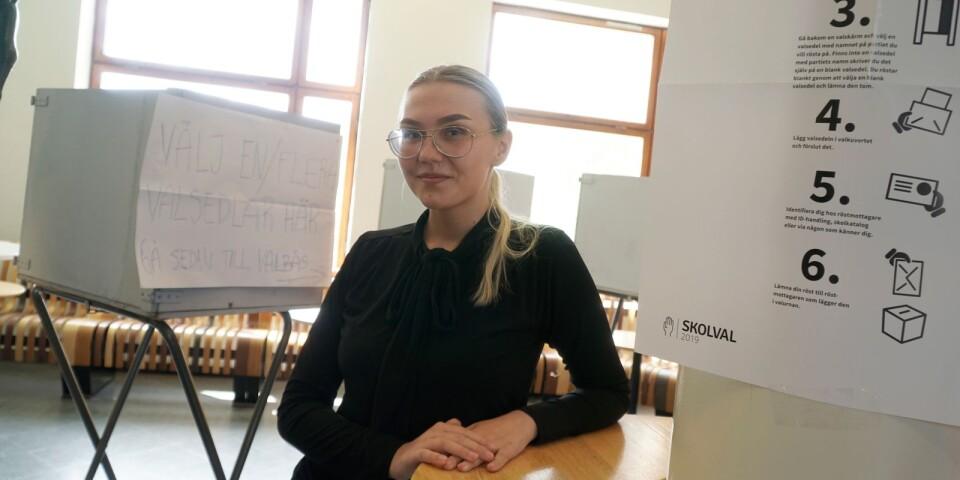Nemi Niveri går Europaklass i årskurs tre och arrangerar årets skolval till Europaparlamentet tillsammans med övriga klassen.