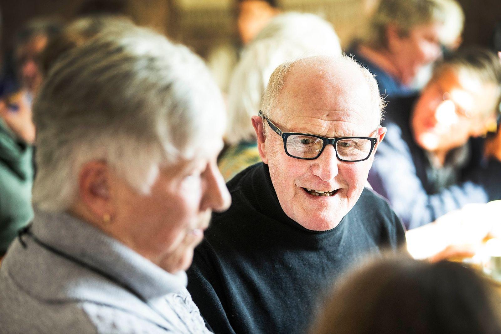 Som pensionerad snickare kände Markku Pulli att det hade varit intressant att med egna ögon få se takstrukturen. Men var också nöjd med att få höra programmet som sändes på P1 i tisdags.