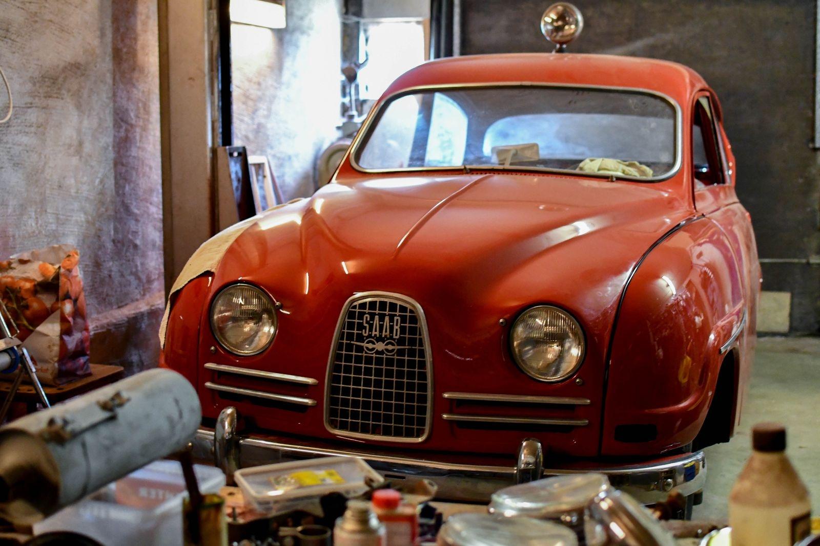 """Ett annat av Kajs vinterprojekt är en Saab -64 som ska bli en kopia av rallyföraren Erik """"Carlsson på taket"""":s bil."""