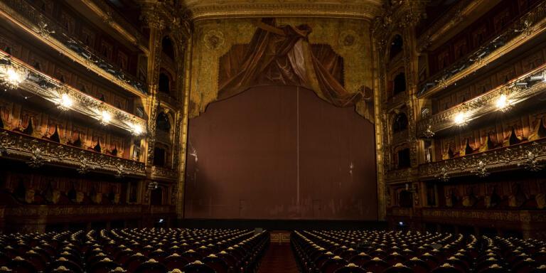 Operahus gör skyddsmasker till sjukvården
