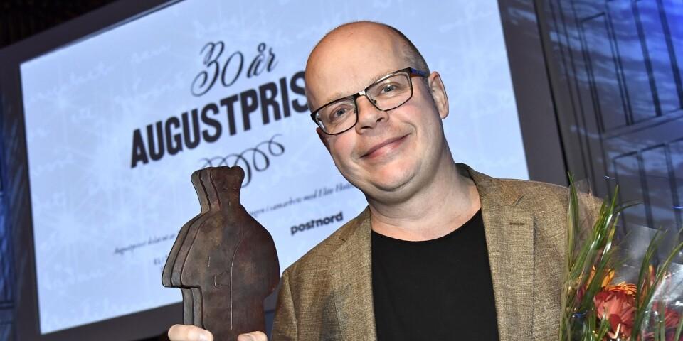 Magnus Västerbro fick priset för årets Svenska fackbok för Svälten hungeråren som formade Sverige vid  Augustpriset 2018 i Konserthuset.