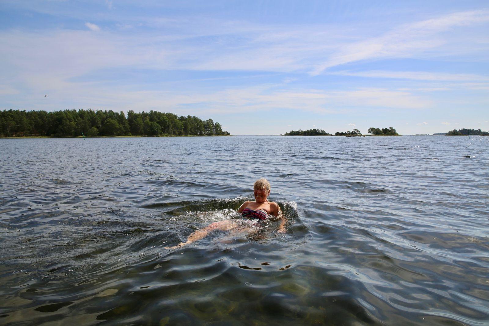 Anne Widing är badkorre på Svartö.