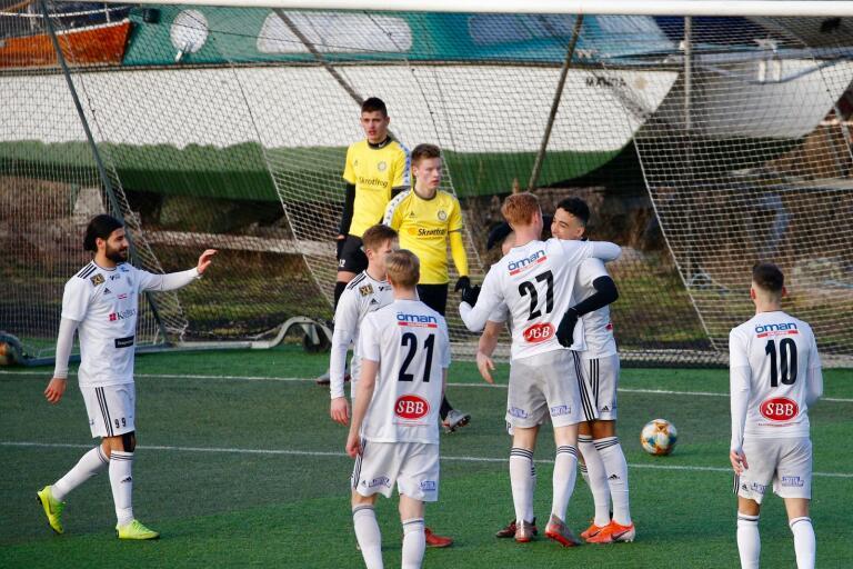 Oskarshamns AIK hoppas att kunna spela träningsmatch redan i morgon och seriepremiär helgen 13-14 juni.