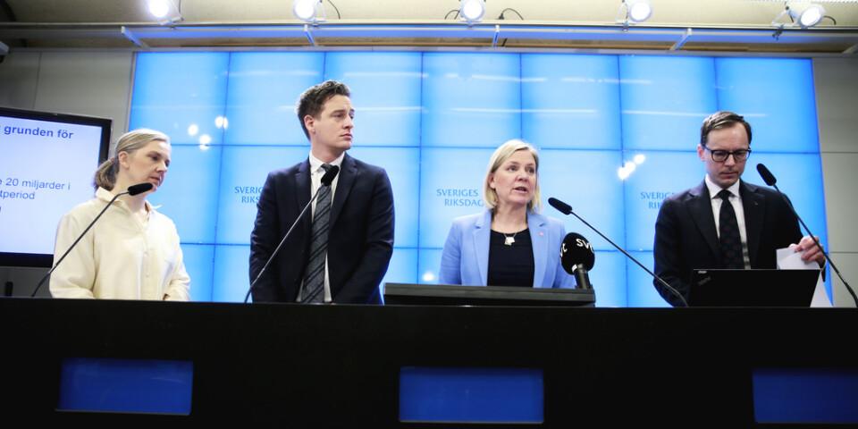 Karolina Skog (MP), Emil Källström (C), finansminister Magdalena Andersson (S) och Mats Persson (L) presenterade i dag satsningen på kommuner och regioner.