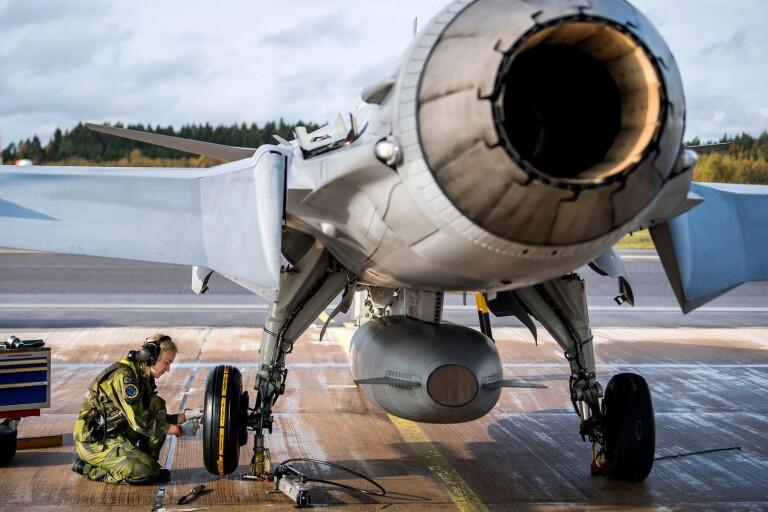 Corona: Ett 20-tal anställda på F 17 i karantän efter övning
