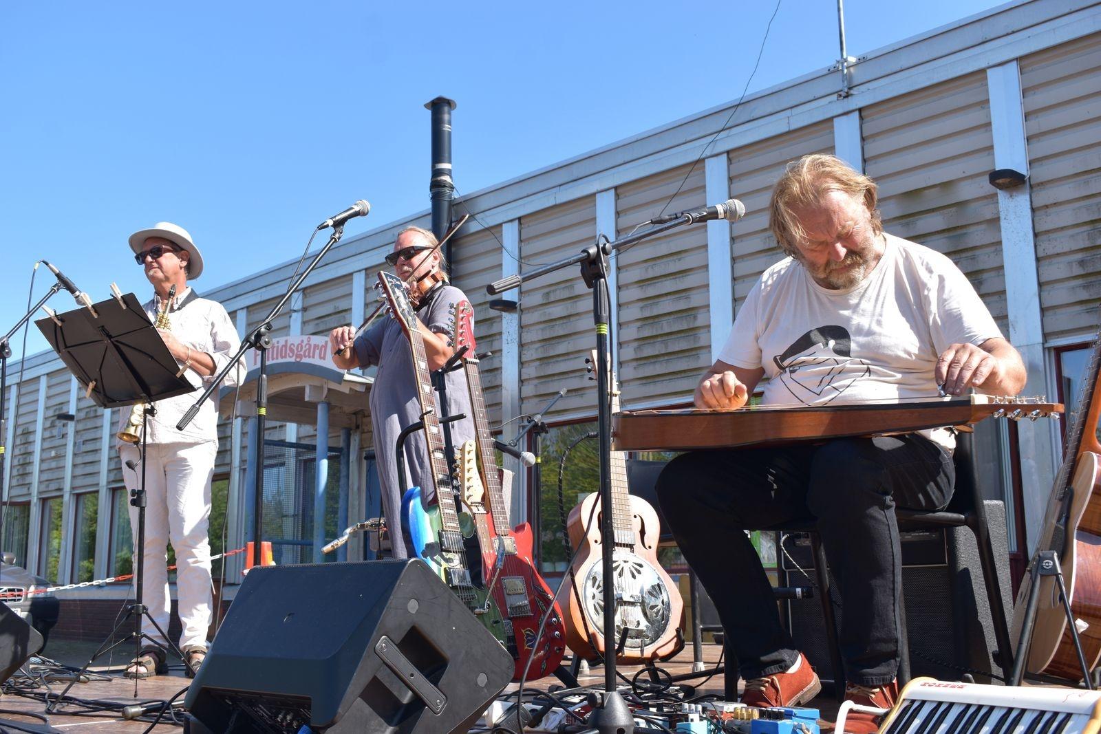Musikgruppen Jordmån bjöd på älskade folkvisor med influenser av jazz och afrikansk musik.