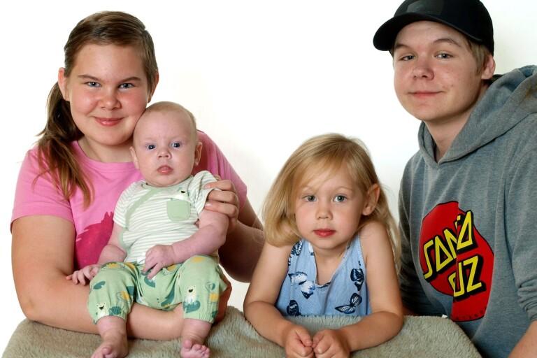 Lillfi och Johan Högel, Edward Halds väg 2, Orrefors, fick den 1 maj en son som heter Jack Högel. Vikt 2038 g, längd 46 cm. Syskon: Oliver, Freja och Lilly.