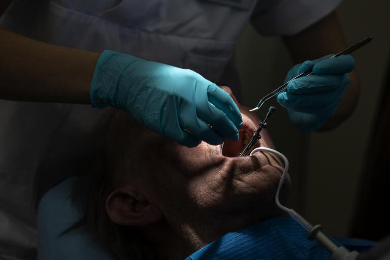 Regionerna förlorar stora pengar på utebliven tandvård. Arkivbild.