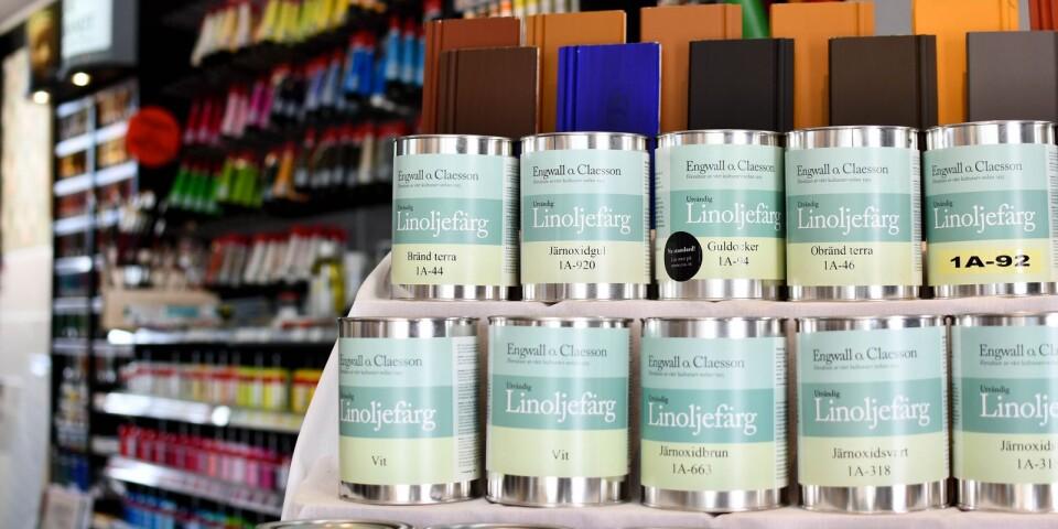 En annan nyhet är linoljefärg som bryts till önskad kulör på plats i butiken.