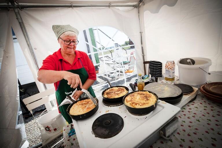 Invigning av den traditionsenliga äggakakan i Smyge