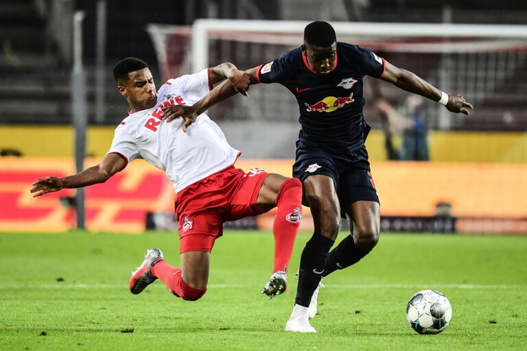 Christopher Nkunku, t h, gjorde ett av målen i Leipzigs 4–2-seger borta mot Köln.