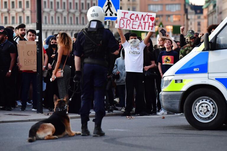 Trots löften om att hålla sig till max 50 personer samlade demonstrationen i Stockholm tusentals med människor.