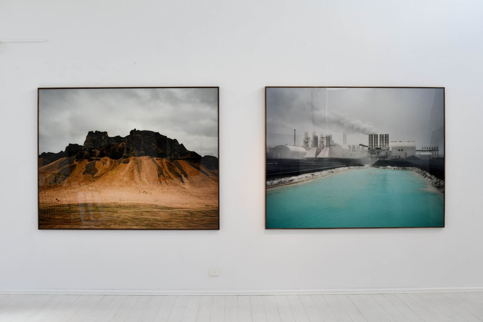 """I """"Thinking like a mountain"""" utforskar Helene Schmitz fyra former av naturresursutvinning i Sverige och på Island: Den heta källan, floden, berggrunden och skogen."""