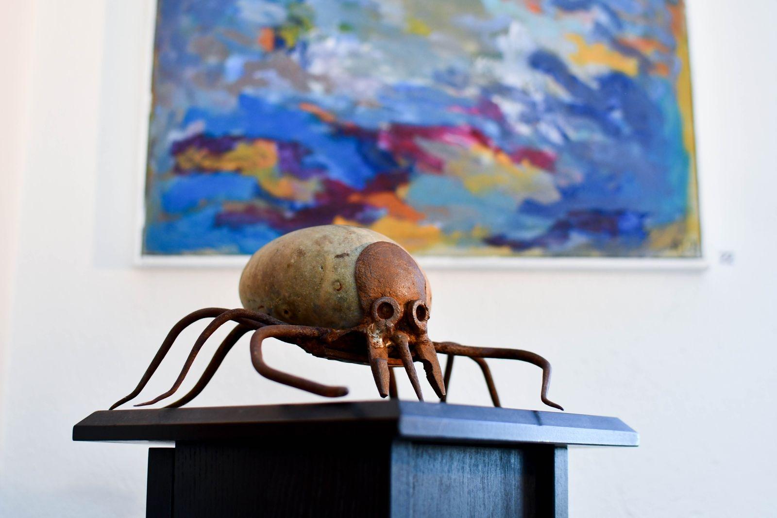 Gamla verktyg och redskap får nytt liv i Horst Eckhardt smidesskulpturer.