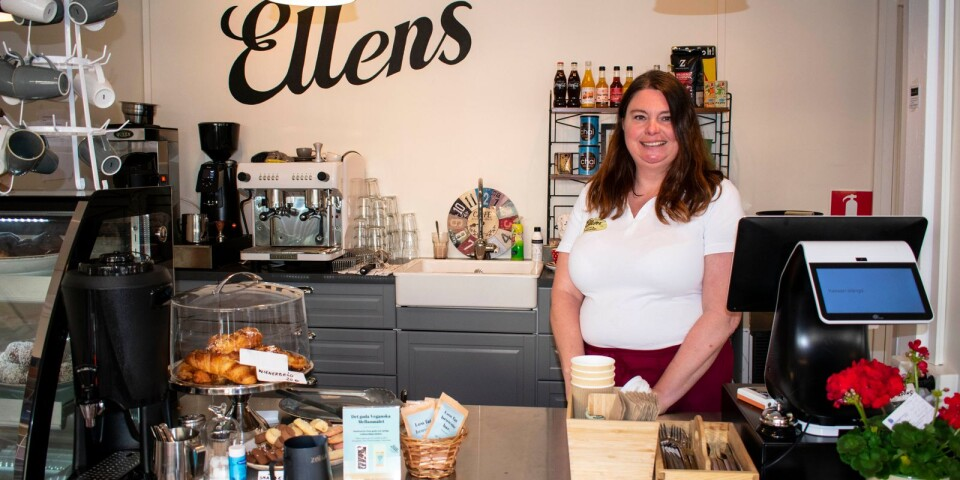 På Ellens café och bokhandel kan du fika, köpa böcker och lämna in begagnade böcker.