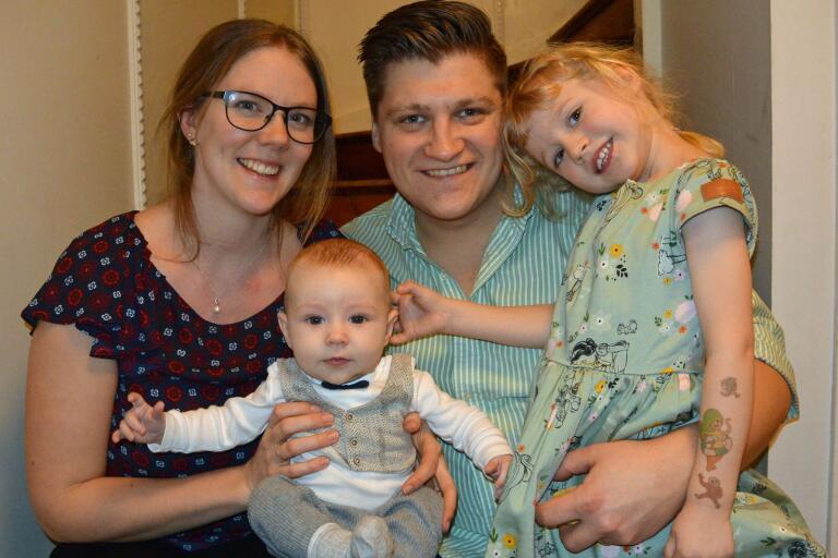 Linnéa och Karl Erlandsson, Oskarshamn, fick den 16 november en son som heter Linus. Vikt 4425 g, längd 55 cm. Syskon: Felicia.