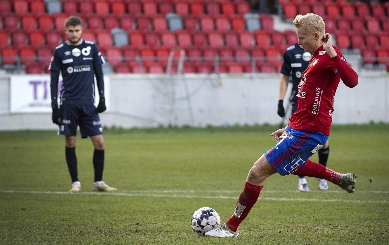 Öster-Degerfors 2-0. Filip Örnblom blev stor matchvinnare genom sina två mål.
