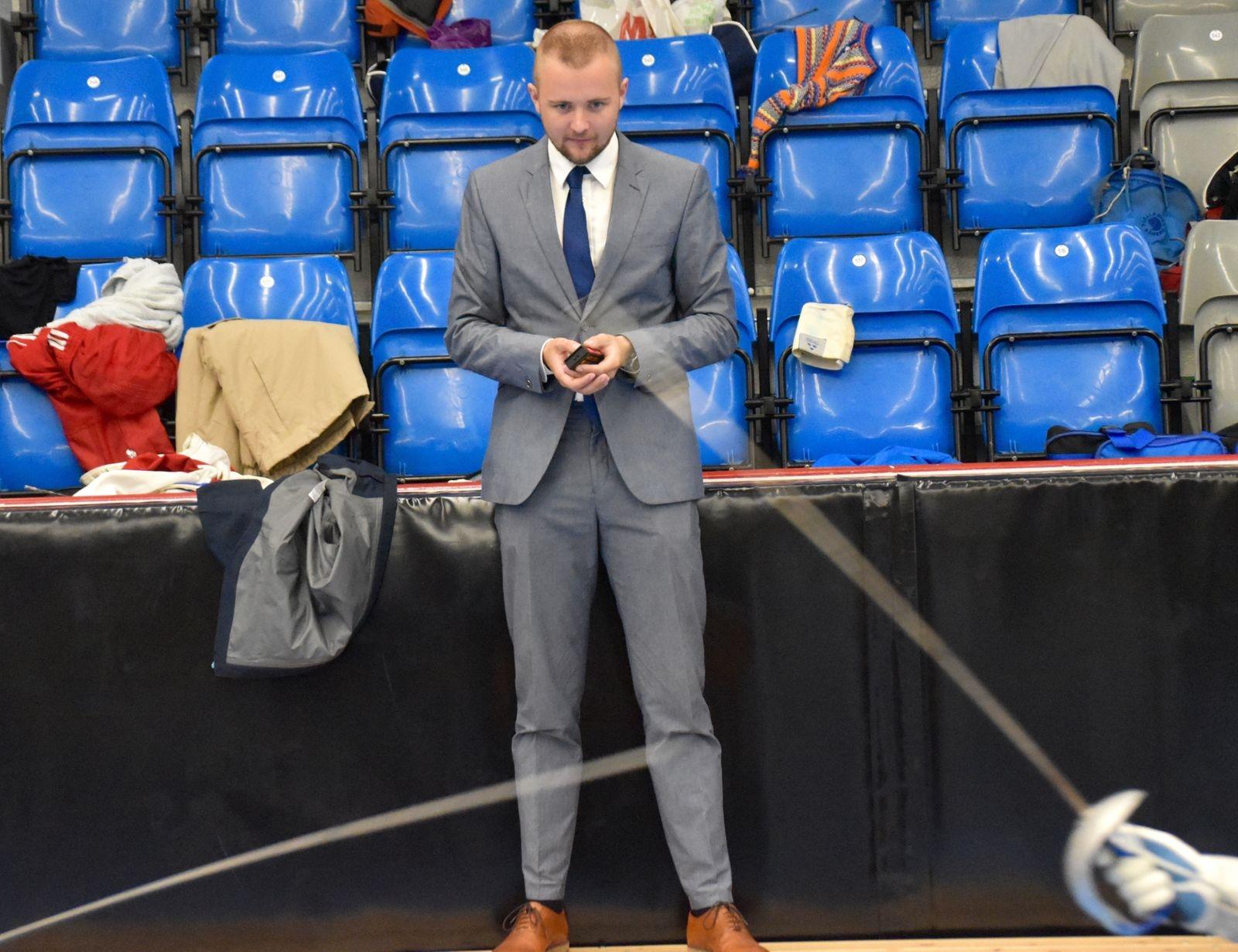 Domaren Olle Wikström hade stenkoll på duellerna.